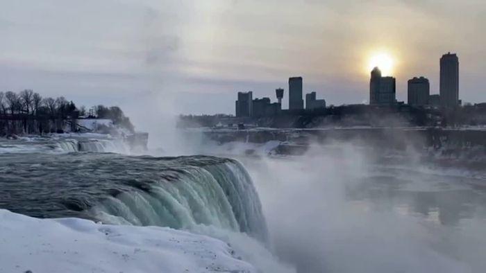 Niagarafälle teilweise zu Eis erstarrt