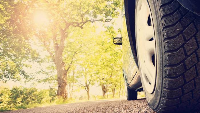 Beim Reifenwechsel auf Sommerreifen solltest du ein paar Tipps beachten.