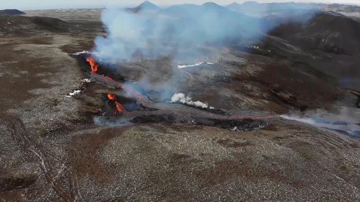 Island-Vulkan: Lava strömt aus neuen Felsspalten