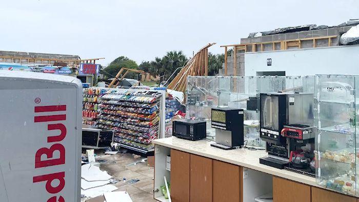 Kurios: Tornado reißt Dach von Lebensmittelladen mit – Regale unberührt