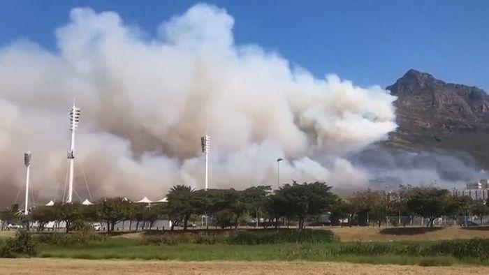 Flammenhölle am Tafelberg: Großbrand bedroht Kapstadt