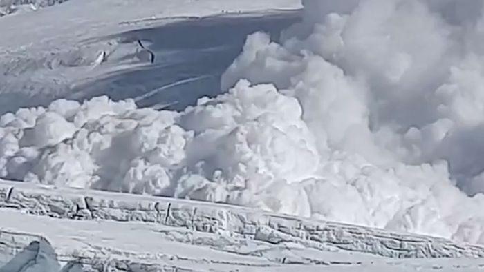 Lawine am Mount Everest: Schneewalze rast auf Camp zu