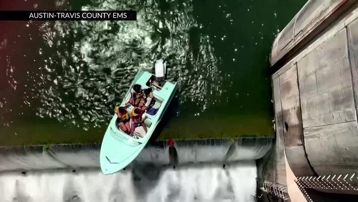 Rettung in letzter Sekunde: Ausflugsboot hängt über Abgrund