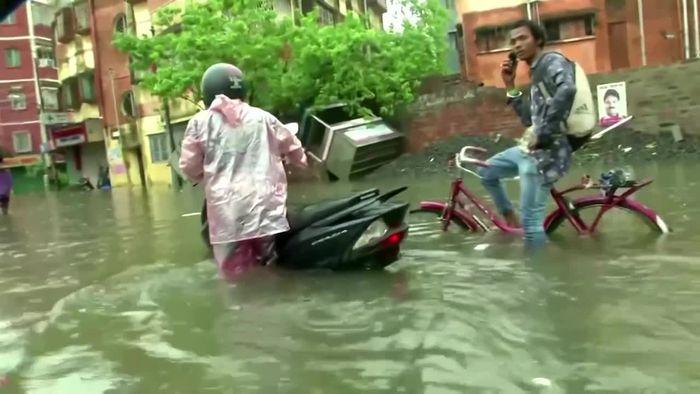 Monsun setzt Osten Indiens unter Wasser
