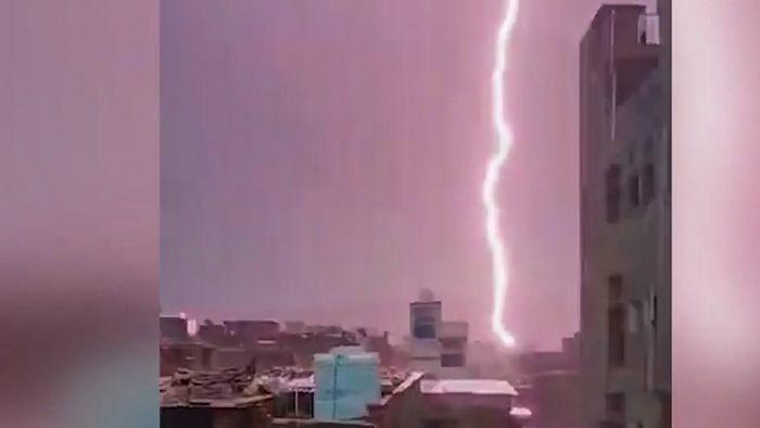 Blitz tötet 11 Besucher von UNESCO-Welterbestätte