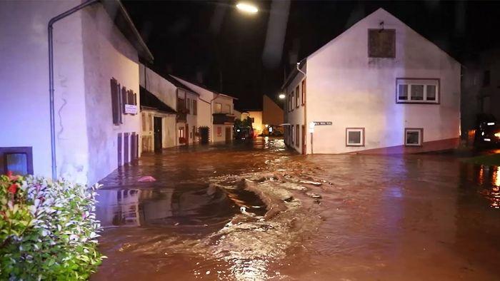 Dramatische Bilder: Vernichtende Sturzfluten im Westen Deutschlands