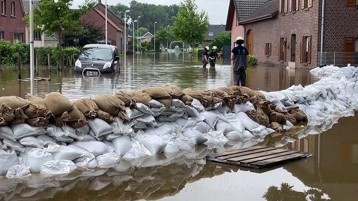 Vielerorts gab es auch Samstag Überflutungen.