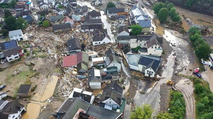 Flutkatastrophe: Merkel und Dreyer versprechen schnelle Hilfe