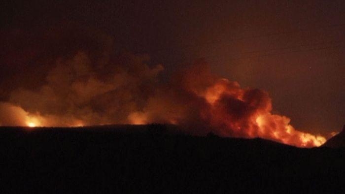 Urlaubsinsel in Flammen: Hunderte fliehen in Sardinien vor Feuer