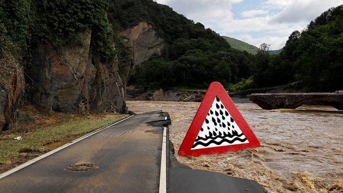 Auch Urlaubsregionen im Fokus! Hohe Unwettergefahr mit möglichen Sturzfluten