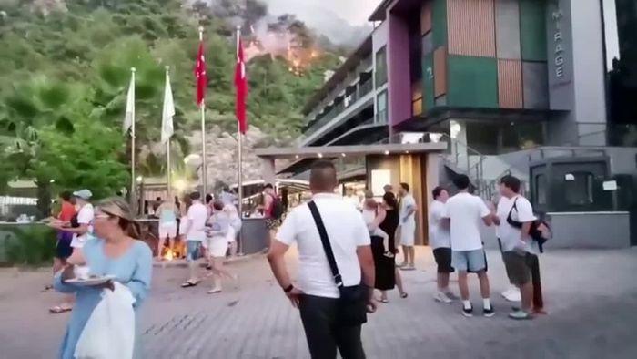 Waldbrände in der Türkei: Evakuierungen in Touristengebieten