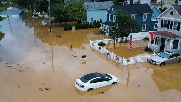 Unwetter in den USA: Sturzfluten in Tennessee, HENRI an der Ostküste