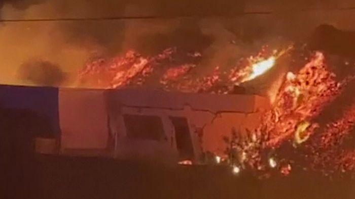 Beängstigend! Lava wälzt Häuser auf Kanareninsel La Palma nieder