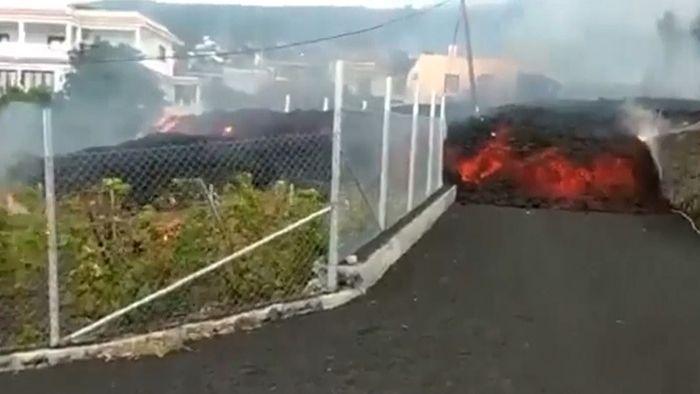 Weitere Evakuierungen! Lava schiebt sich durch Straßen von La Palma