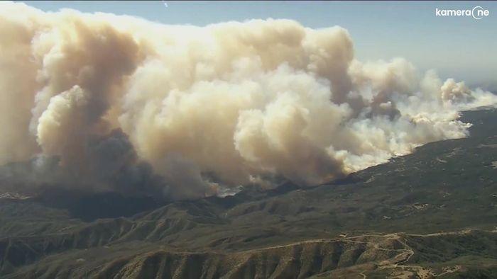 Riesige Rauchwolken: Feuer in Südkalifornien breitet sich ungebremst aus