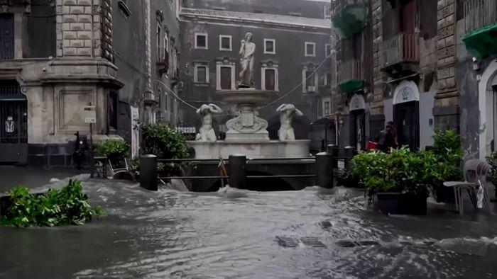 Bilder aus Catania: Heftige Überflutungen auf Sizilien