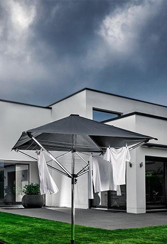 Teilweise bewölkt - das Dach schützt die Wäsche vor Schmutz
